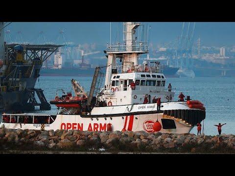 """""""Open Arms"""" acusa Espanha de bloquear o resgate de náufragos"""
