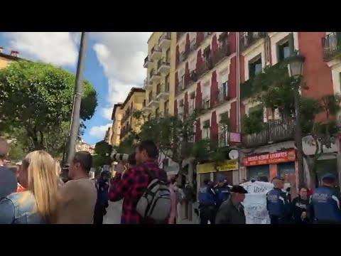 """Un grupo de personas irrumpe en un acto sobre okupación de Cs al grito de """"fascistas"""""""