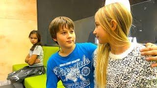 Маргарита ВЛЮБИЛАСЬ И ОТБИЛА ПАРНЯ у Иры ПЕРВОЕ СВИДАНИЕ kids children
