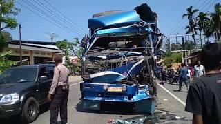 Kecelakaan Maut Tronton Seruduk Tronton Di Teupin Raya Kab Pidie Aceh