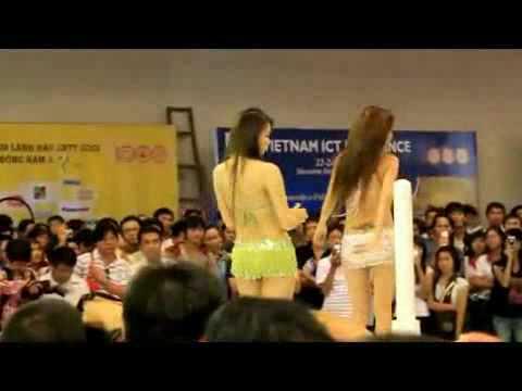 clip  gái nhảy quay ở hội chợ Công nghệ thông tin . hehe