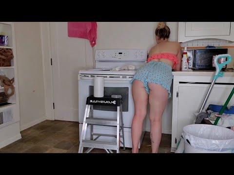 De SHORTINHO Limpando A Casa, Mostrei Sem Querer ME MANDA PIX CHAVE NA DESCRIÇÃO