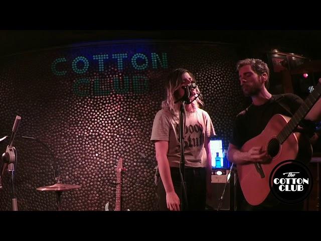 Escuchando Elefantes en directo en Cotton Club Bilbao