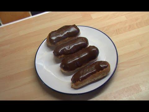 Éclairs-au-chocolat.-(chocolate-stuffed-eclairs).
