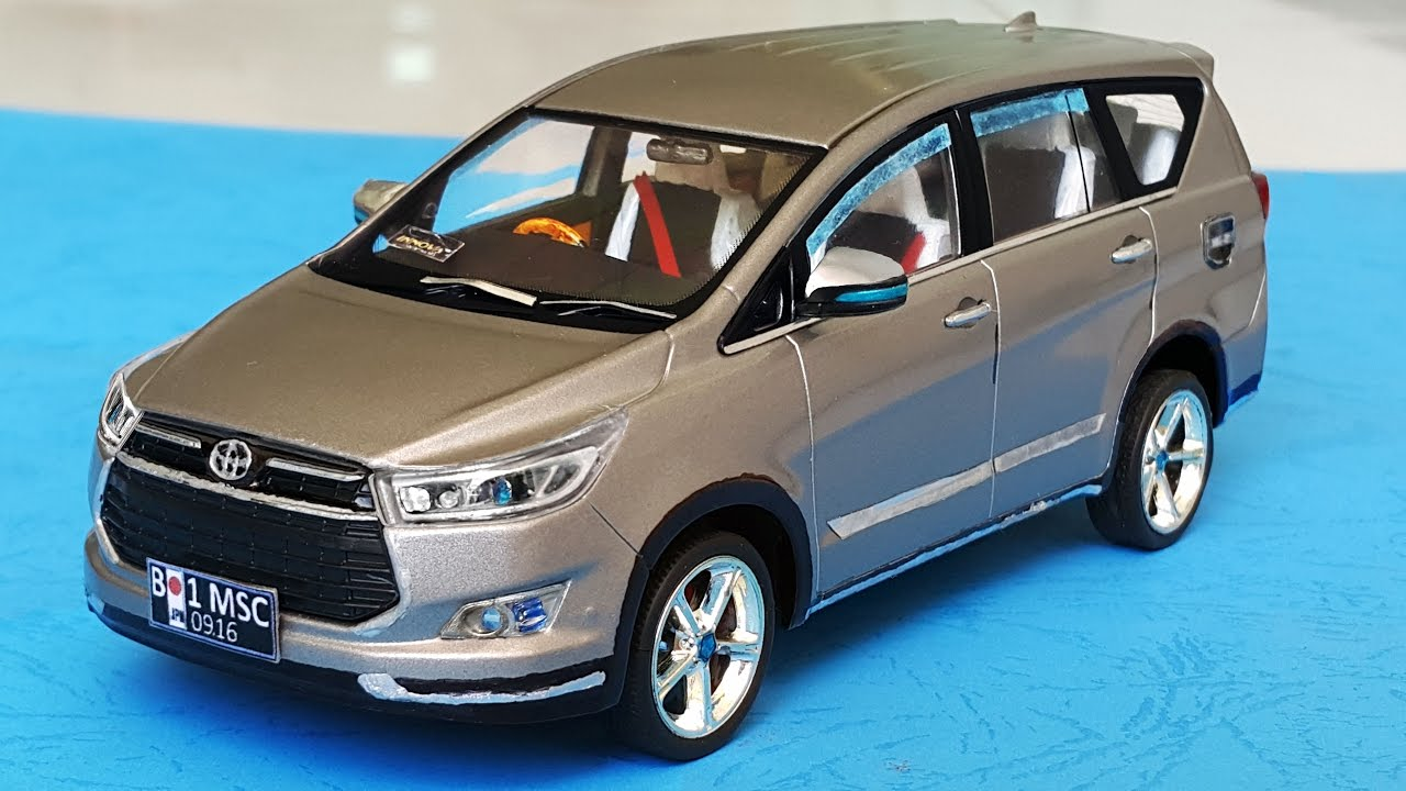 Custom Toyota Innova Venturer 2017 DieCast Car 1:32