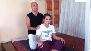 Как за 5 минут прохрустеть спину и снять функциональные блоки на позвоночнике(Йога-стрейч массаж - это парная массажная практика на основе приемов тайского массажа, топтажа, парной йоги,..., 2014-02-24T19:03:26.000Z)