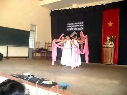 Múa Giấc Mơ Trưa - 12A1 Nguyễn Bỉnh Khiêm - Gia Lai.wmv