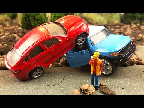 Мультики про машинки. Машинки попали в аварию, а Кран и Эвакуатор их спасли
