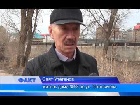 Дом на ул. Патоличева утопает в мусоре, но жильцы не намерены выходить на субботник