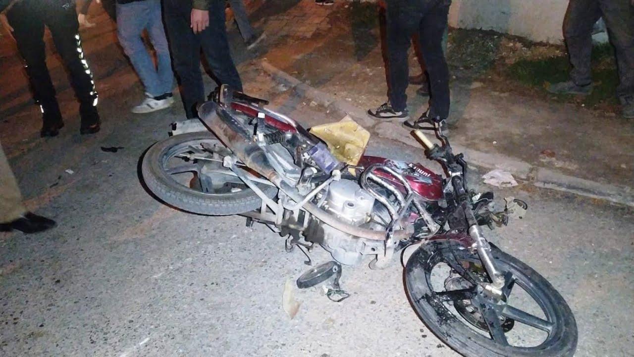Motosiklet ile yolcu minibüsü çarpıştı 1 ağır yaralı