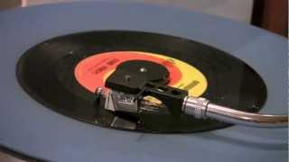 The Stone Poneys Featuring Linda Ronstadt - Different Drum - 45 RPM Original Mono Mix