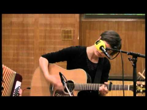CLARA LUZIA : The Waving Ones (FM4 Acoustic Session)