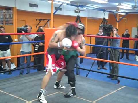 Dominic Vea sparring Danny Green