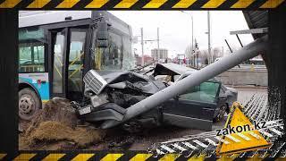 Пассажирский автобус попал в серьезное ДТП в Алматы