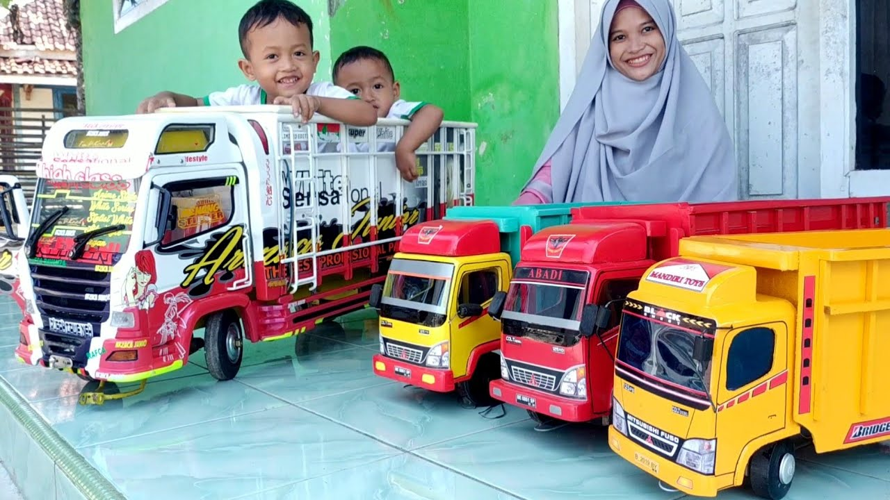 Largest Miniature Truck Mounted by Zafi, Price of 2 Million | Miniature Wooden Toy Truck (Image taken from YouTube)