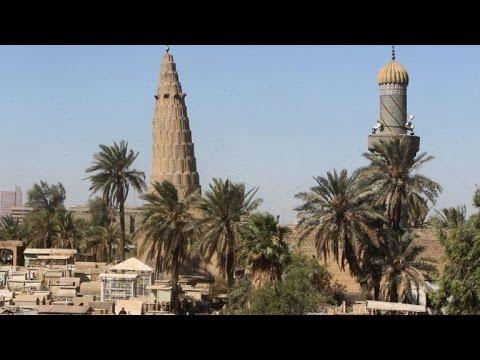 عراقيون يحيون ذكرى موتاهم في أول أيام عيد الفطر