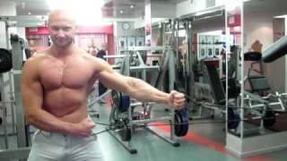 Проработка мышц груди с эспандером. Упражнения в домашних условиях.(132. Проработка мышц груди с эспандером. Оригинал на сайте: http://biceps.com.ua/metodika-mistera-silyi/espander Тренируем мышцы груд..., 2010-06-13T07:28:12.000Z)