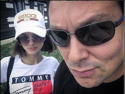 Андрей Чуев тиранит молодую жену ))