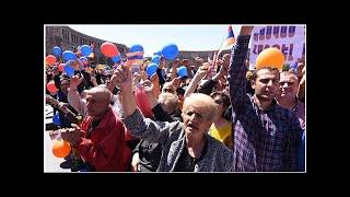 """Сторонники Пашиняна заявили о намерении митинговать в Ереване """"до победы"""""""