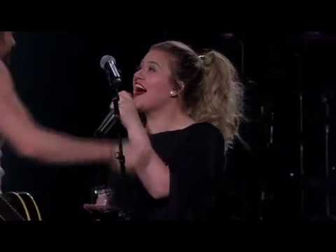 Kelly Clarkson - A Minute + a Glass of Wine (Live in Allentown, PA)