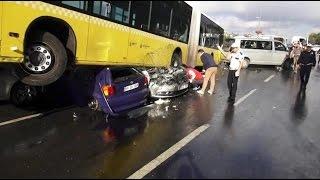 İstanbul'da Metrobüs Kazası Yolcunun Şoföre ŞEMSİYE ile VURMA ANI 23 Eylül 2016