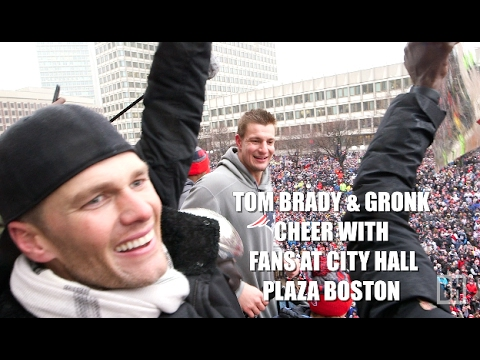 Patriots Tom Brady, Rob Gronkowski cheer with thousands at Boston City Hall