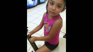 Arianna singing to her mommy at the washateria