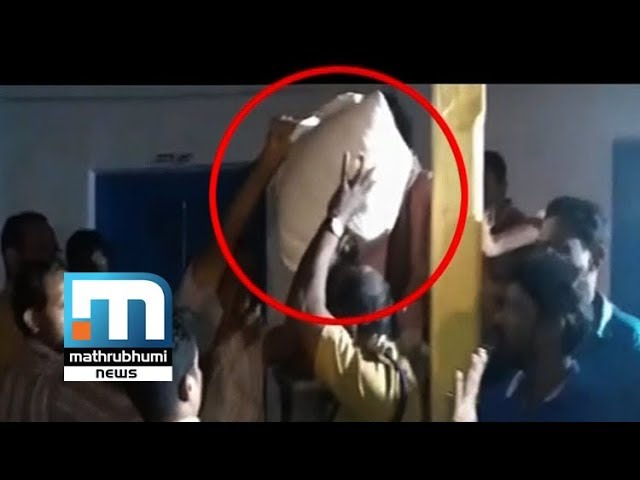 CPM Leader Tries To Give Relief Materials To Relatives| Mathrubhumi News