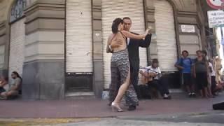 Аргентинское Танго, на улице Дефенса в Буэнос-Айресе.(Defensa, Buenos Aires).