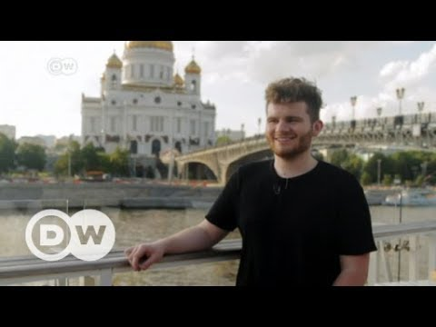 Gay in Russia: Blogger tests 'homophobic' supermarket | DW English