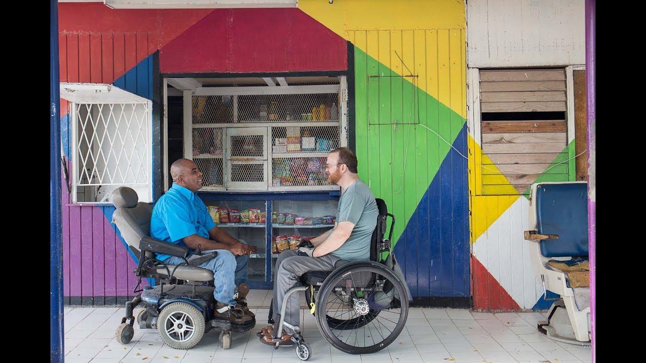 Quand un vidéaste se rend en Jamaïque en chaise roulante