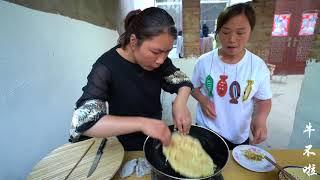 弟媳用鸡蛋做香酥卷,大嫂咬一口直称赞,简单制作当零食吃