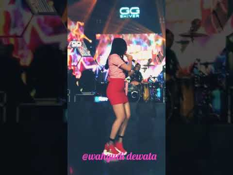 Siska Aulia Pamer Bojo Lagista Live Boshe Bali
