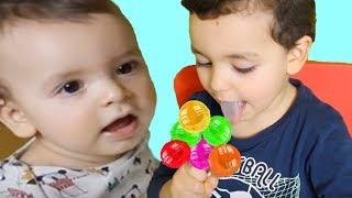 Kinderlieder und lernen Farben lernen Farben spielen Spielzeug in der Schule Kinderlieder