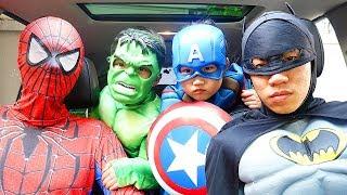 Boram jugar divertirse y superheroe 보람이의 슈퍼히어로 친구 도와주기