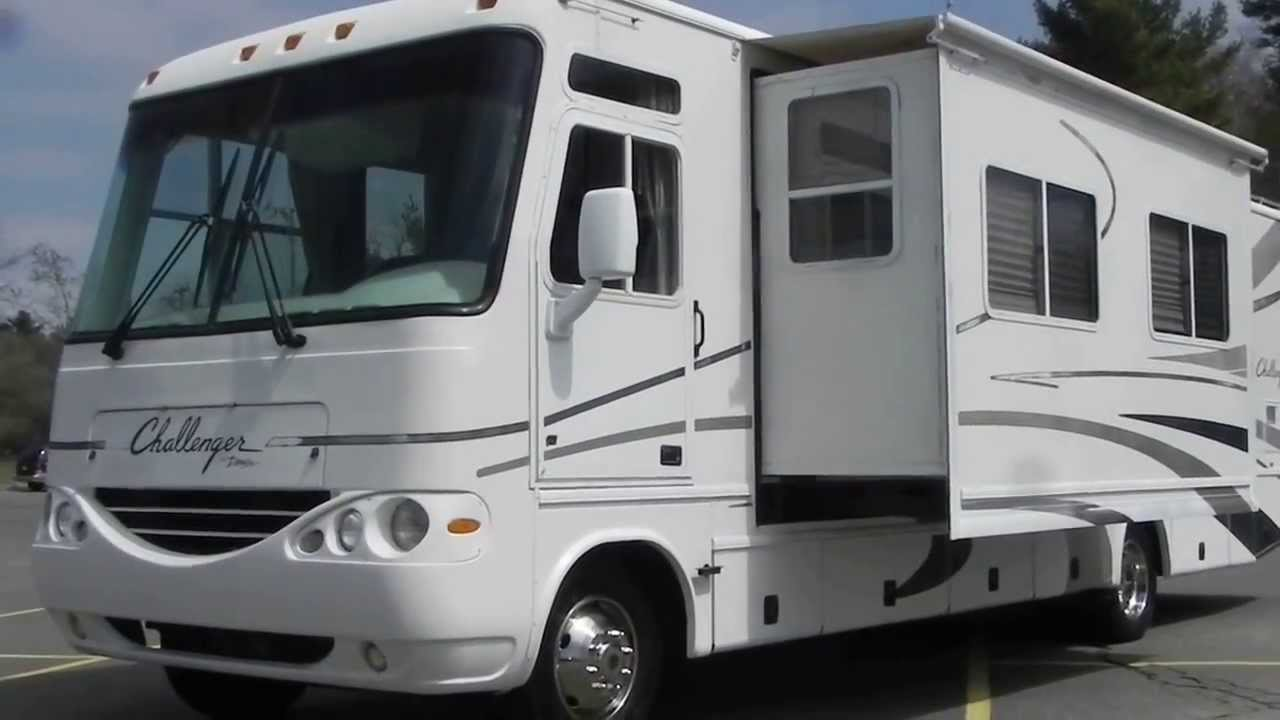2003 Damon Challenger Motorhome RV Coach 8 1L Vortec GAS Used 2 Slide Outs  Cloth