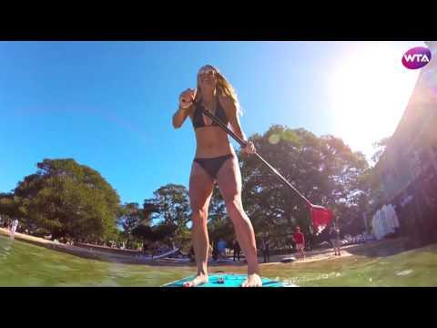 Каролина Возняцки на пляже Сиднея