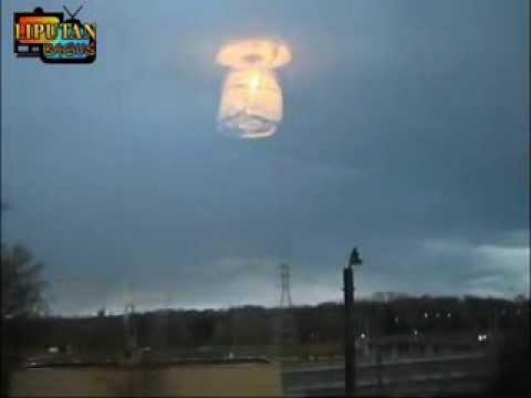 """PENAMPAKAN UFO TURUN KE BUMI """"TERLIHAT JELAS SAAT UFO AKAN ..."""