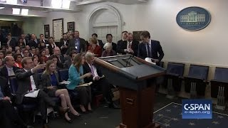 Watch White House press core erupt with frustration when Sean Spicer doesn't take questions