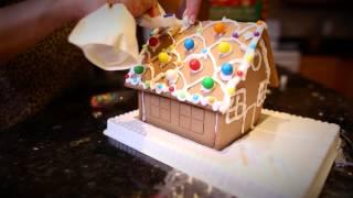 Праздники в Канаде: Имбирный пряничный домик/Gingerbread House Decorating