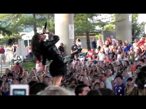 Demi Lovato - Remember Decemeber (Verizon Wireless Music Center August 08, 2010)