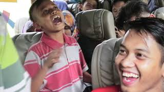 Aksi pengamen jalanan membawakan lagu dangdut dengan kocak | VIRALL...