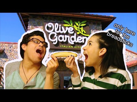 Eating At Olive Garden For the First Time (mukbang)