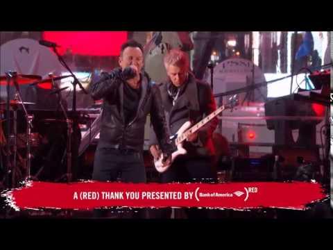 U2 ao vivo na Times Square com Chris Martin e Bruce Springsteen