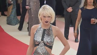 Baixar What We Know About TS6 'Reputation': Clever Clues Taylor Swift Is Dropping About the New Album