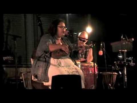 Paula Fuga - Country Road (Live)