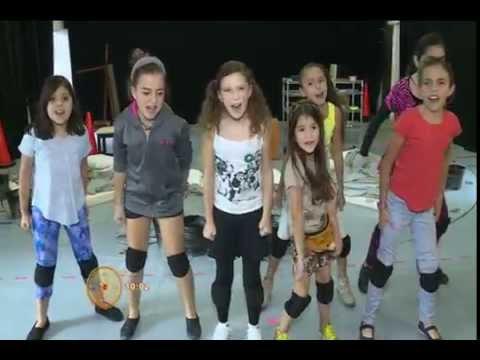 Así canta Mia Rubín Legarreta en Annie from YouTube · Duration:  1 minutes 41 seconds