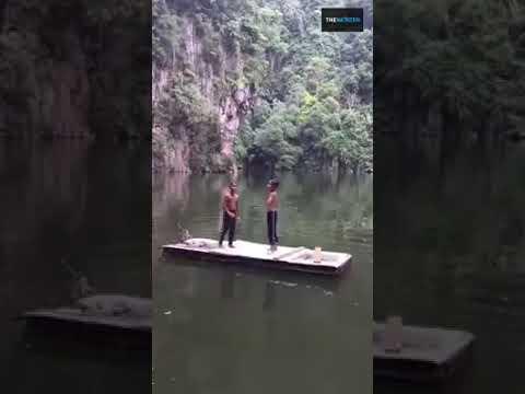 Budak suara power nyanyi dekat tasik !! Amazing kid sing at lake !! Viral