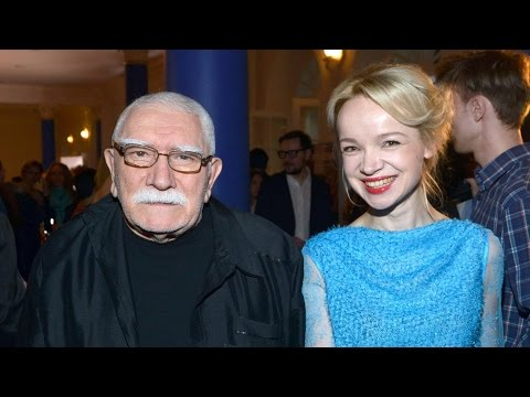 Артисты подают в суд на театр Армена Джигарханяна