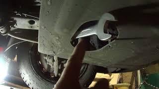 Снимаем защиту поддона двигателя ВАЗ 2109 - 2115. Remove the protection Carter 2109 - 2115.